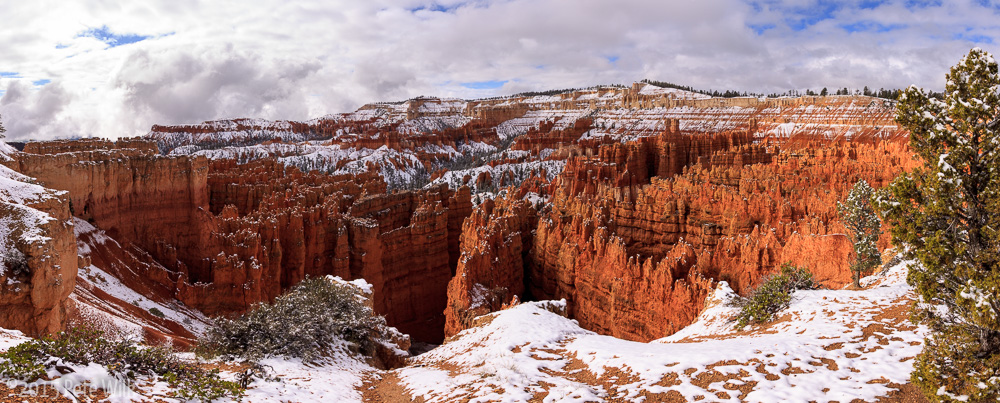Despite being at Sunset Point we still got some great views.  The snow made it even more dramatic.