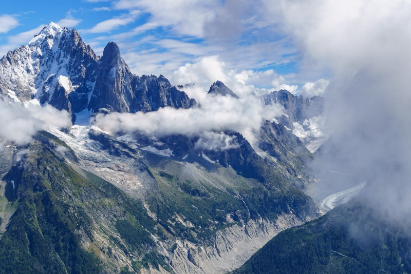 During breaks in the clouds we had a great view at the real mountains across the valley.  The Drus and the Mer de Glace.