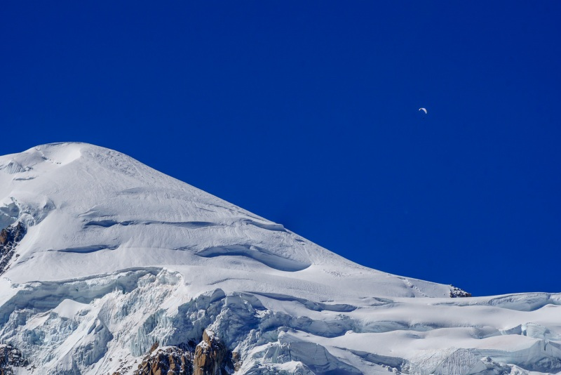 The day was so nice that I think this paraglider launched from the summit of Mont Blanc.